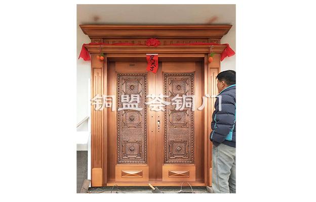 """""""大富大贵""""铜门,让别墅尽显高贵气质"""